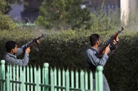 Afghan policemen fire toward a building which the Taliban insurgents took over during an attack near the U.S. embassy in Kabul September 13, 2011. REUTERS/Ahmad Masood