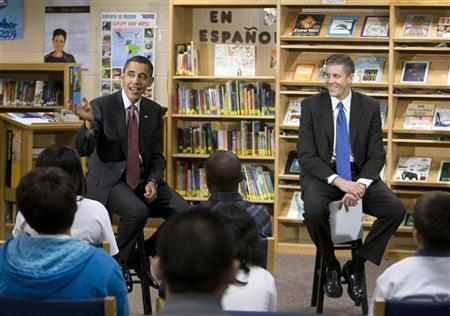 U.S. President Barack Obama (L) sits next to U.S. Secretary of Education Arne Duncan as they visit the Wright Middle School in Madison, Wisconsin, November 4, 2009. REUTERS/Larry Downing