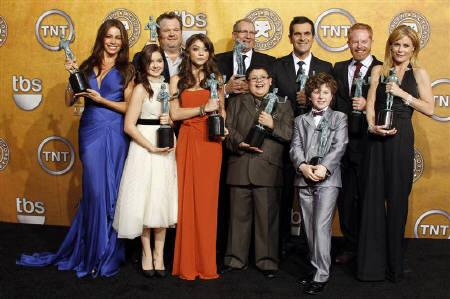 The cast of ''Modern Family'' hold their awards for Outstanding Performance by an Ensemble in a Comedy Series at the 17th annual Screen Actors Guild Awards in Los Angeles, California January 30, 2011. REUTERS/Lucy Nicholson/Files