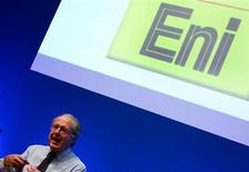 An official of Eni infront of their logo during a news conference in Milan March 1, 2006. REUTERS/Daniele La Monaca