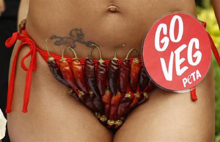 Wearing a chili pepper bikini, model Vida Guerra joins PETA (People for the Ethical Treatment of Animals) in a veggie chili dog giveaway on Capitol Hill in Washington July 14, 2010. REUTERS/Kevin Lamarque/Files
