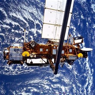 The seven-ton Upper Atmosphere Research Satellite (UARS) is deployed by the Space Shuttle Discovery (STS-48) in this NASA handout photo dated September 1991. REUTERS/NASA/Handout