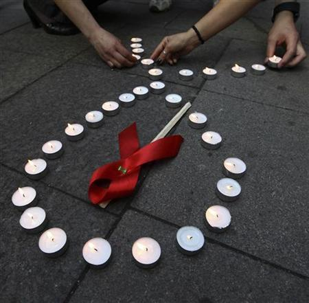 Activists distribute red ribbons and light up candles as they commemorate victims of the Human Immunodeficiency Virus, or HIV, during a flashmob in St.Petersburg May 16, 2010. REUTERS/Alexander Demianchuk
