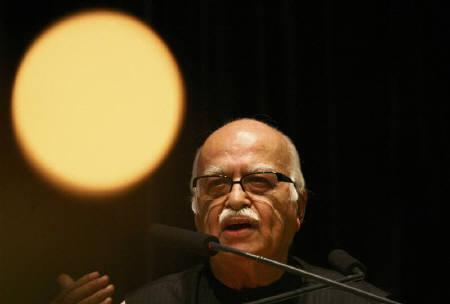 India's main opposition Bharatiya Janata Party (BJP) leader Lal Krishna Advani speaks during a book release function in Chandigarh August 17, 2009. REUTERS/Ajay Verma/Files