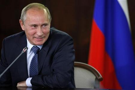 Russia's Prime Minister Vladimir Putin smiles while chairing a meeting with activists of the All-Russian People's Front in Moscow September 21, 2011. REUTERS/Alexander Zemlianichenko/Pool