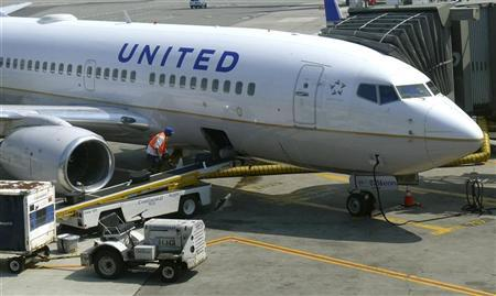 A United Airlines airplane is unloaded after arriving at Newark Liberty International Airport in Newark, New Jersey, June 18, 2011. REUTERS/Gary Hershorn