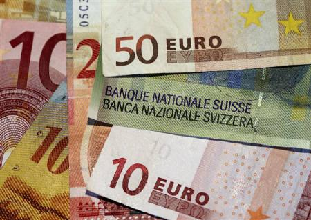 Euro and Swiss Franc notes are seen in this illustration picture in Lausanne August 9, 2011. REUTERS/Denis Balibouse/Files