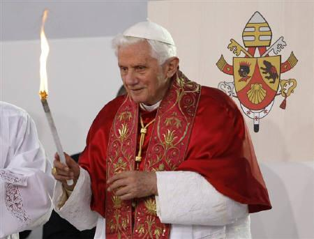 Pope Benedict XVI burns a torch during a prayer vigil service with young people in Freiburg September 24, 2011. REUTERS/Max Rossi
