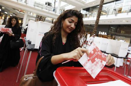 A Bahraini woman casts her vote during a by-election, at a voting station in Bahrain City Center, Manama September 24, 2011. REUTERS/Hamad I Mohammed