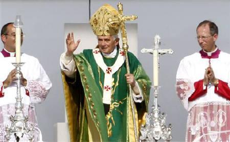 Pope Benedict XVI waves after celebrating the Eucharist in the southwest German town of Freiburg, September 25, 2011. REUTERS/Arnd Wiegmann