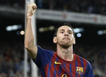 Lionel Messi, do Barcelona, comemora gol contra o Atletico Madrid em Barcelona, 24 de setembro. Messi se emociona com a chance de superar Kubala como artilheiro. 24/09/2011   REUTERS/Gustau Nacarino