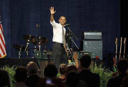 U.S. President Barack Obama waves to supporters at a Democratic party fundraiser in Seattle, Washington, September 25, 2011. REUTERS/Jason Reed