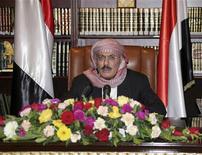 Президент Йемена Али Абдулла Салех во время телеобращения в Сане, 25 сентября 2011 года. Президент Йемена Али Абдулла Салех не стал заявлять об уходе в отставку на фоне эскалации насилия и призвал к досрочным выборам, впервые выступив публично с момента возвращения из-за границы с лечения после попытки покушения. REUTERS/Yemeni Army Media Department/Handout