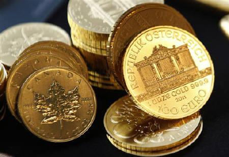 Canadian (L) and Austrian (R) gold coins are seen in New York September 15, 2011. REUTERS/Mike Segar