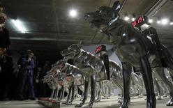 <p>Visitors look at he Houndingdown by T.V. Santhosh exhibition at the Moscow Biennale of Contemporary Art September 22, 2011. REUTERS/Denis Sinyakov</p>