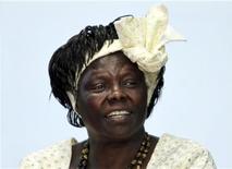 Wangari Maathai participa de debate na Universidade de Nairóbi, no Quênia, em 8 de março de 2010. Maathai, a primeira africana a ganhar o prêmio Nobel da Paz por sua campanha para salvar as florestas quenianas, morreu no hospital no domingo após uma longa luta contra o câncer no ovário. Foto de Arquivo. REUTERS/Noor Khamis