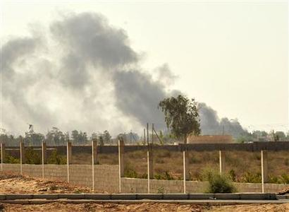Plumes of thick smoke are seen erupting from inside Sirte September 26, 2011. REUTERS/Esam Al-Fetori