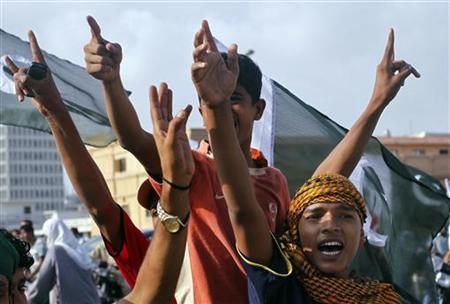Supporters of the Pakistan People's Party (PPP) shout slogans during an anti-American rally near U.S. consulate in Karachi September 27, 2011. REUTERS/Athar Hussain