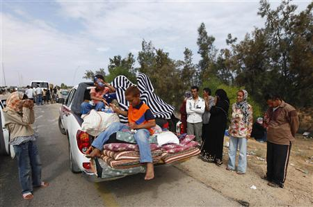 A family flees the city of Sirte on a pick-up truck, seen at a checkpoint 5 kilometres (3.1 miles) outside the city September 30, 2011. REUTERS/Anis Mili