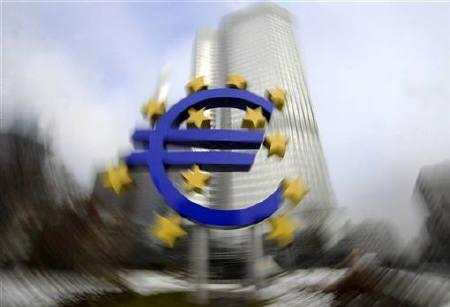 A euro sculpture is pictured in front of the headquarter of the European Central Bank (ECB) in Frankfurt, January 15, 2009. REUTERS/Kai Pfaffenbach/Files