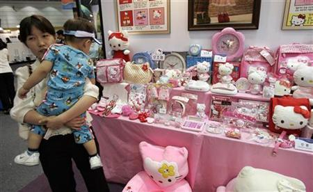 A woman and her child walk past real (on R) products from Japanese company Sanrio's Kitty line and counterfeit ones displayed for visitors during the Counterfeit Comparison Exhibition 2009 organised by the Korea Customs Service (KCS) at a convention centre in Seoul May 27, 2009. REUTERS/Jo Yong-Hak