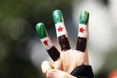 Сирийский оппозиционер на акции протеста в Стамбуле, 2 сентября 2011 года. Главные оппозиционные силы Сирии объединились в воскресенье в призыве к международному сообществу принять меры для защиты сирийских граждан от жестоких репрессий в ходе подавления протестов войсками президента Башара Асада. REUTERS/Murad Sezer