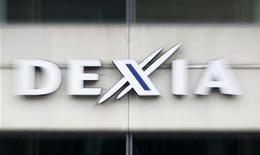 Логотип Dexia на штаб-квартире банка в Брюсселе 4 октября 2011 года. Франция и Бельгия гарантируют финансирование банка Dexia, пообещали министры финансов этих стран во вторник. REUTERS/Yves Herman