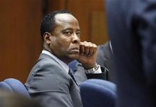 O médico Conrad Murray ouve testemunhas durante o julgamento da morte do cantor pop Michael Jackson, em Los Angeles. 03/10/2011 REUTERS/Mario Anzuoni