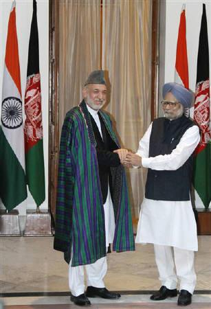 Afghanistan's President Hamid Karzai (L) shakes hands with India's Prime Minister Manmohan Singh during a photo opportunity ahead of their meeting at Hyderabad House in New Delhi October 4, 2011. REUTERS/B Mathur