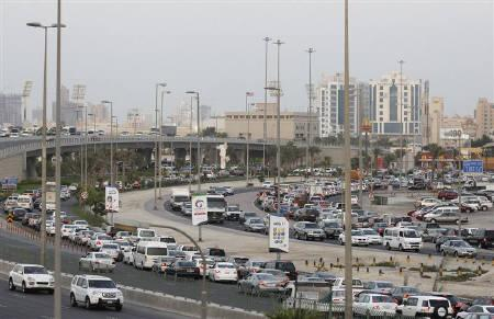 A traffic jam is seen on the Sheikh Isa Bin Salman Highway as drivers slow down their vehicles during a protest to show solidarity with members of a Shi'ite opposition party who were arrested for the pro-democracy protests this year in Manama October 4, 2011. REUTERS/Hamad I Mohammed