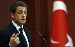 Президент Франции Николя Саркози выступает на пресс-конференции в Президентском дворце в Анкаре, 25 февраля 2011 года. Президент Франции Николя Саркози предупредил Турцию, что во Франции вскоре может стать незаконным отрицание того, что массовые убийства армян в Оттоманской империи в 1915 году были геноцидом. REUTERS/Murad Sezer