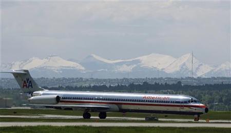 An American airlines plane lands at the Calgary International Airport in Calgary, Alberta, June 17, 2008.   REUTERS/Todd Korol