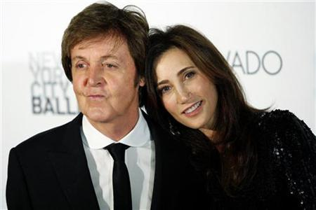"Former Beatle Paul McCartney and his fiancee, New York heiress Nancy Shevell, arrive for the world premiere of his ballet ""Ocean's Kingdom"" in New York September 22, 2011. REUTERS/Kena Betancur"
