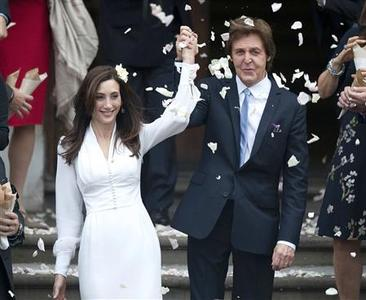 Singer Paul McCartney and his bride Nancy Shevell leave after their marriage ceremony at Old Marylebone Town Hall in London, October 9, 2011.  REUTERS/Kieran Doherty