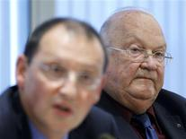 <p>Pierre Mariani (L), chief executive of Belgian-French financial services group Dexia, and Chairman Jean-Luc Dehaene hold a news conference in Brussels October 10, 2011. REUTERS/Yves Herman</p>