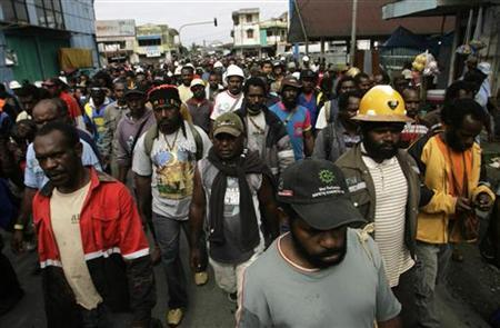 Protesters from Freeport-McMoRan Copper & Gold Inc's Grasberg mine march during a demonstration in Timika of Indonesia's Papua province October 10, 2011.  REUTERS/Muhammad Yamin