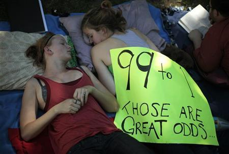 Erin Muhs (L), 23, and Kinsey Diment, 23, rest at the Occupy LA protest camp in Los Angeles, California October 9, 2011. REUTERS/Lucy Nicholson