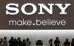 <p>Le directeur financier de Sony a déclaré que les perspectives du groupe pour la période des fêtes de fin d'année n'étaient pas enthousiasmantes et que Sony n'avait guère d'options pour faire face au renchérissement du yen. /Photo prise le 4 octobre 2011/REUTERS/Kim Kyung-Hoon</p>