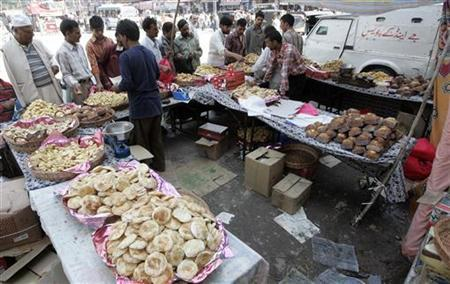 Kashmiri people buy pastries and spices ahead of Eid al-Fitr festival in Srinagar September 20, 2009. REUTERS/Danish Ismail
