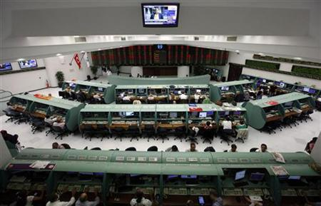 Traders work during the afternoon session at the Stock Exchange in Istanbul August 11, 2011. REUTERS/Osman Orsal