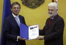 Сербия получила в среду рекомендации Еврокомиссии на получение статуса кандидата на вступление в Евросоюз. 12 октября 2011 г. REUTERS/Ivan Milutinovic