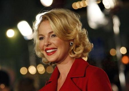 Actress Katherine Heigl poses at the premiere of the movie ''Marley & Me'' at the Mann Village theatre in Westwood, California December 11, 2008. REUTERS/Mario Anzuoni