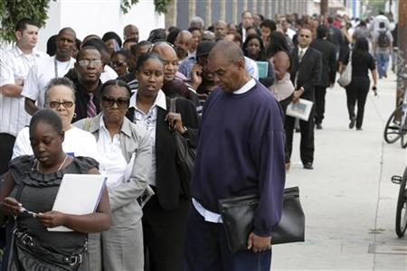 Job seekers line up at the Congressional Black Caucus For The People Jobs Initiative job fair in Los Angeles, August 31, 2011.  REUTERS/Jonathan Alcorn