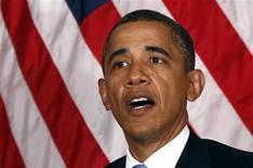"""Президент США Барак Обама говорит об Иране на встрече в Нью-Йорке 21 сентября 2011.  Обама предупредил Иран в четверг о возможности """"самых жестких"""" из возможных санкций из-за предполагаемого заговора с целью убийства посла Саудовской Аравии в Вашингтоне. REUTERS/Kevin Lamarque"""