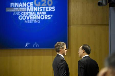 U.S. Treasury Secretary Timothy Geithner (L) speaks with South Korean Finance Minister Bahk Jae-wan before the start of the G20 meeting of Finance Ministers and Central Bank Governors at the Finance Ministry in Paris, October 15, 2011. REUTERS/Fred Dufour/Pool