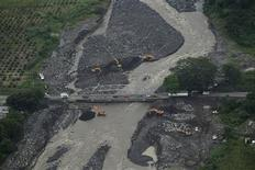 Aerial view of the Samala river swollen by heavy rains and the Castillo Armas bridge undergoing repair work, in the south of Guatemala, October 15, 2011. REUTERS/Jorge Dan Lopez