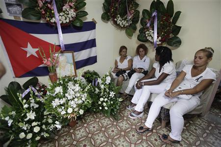 Members of the Ladies in White, a group of family members of imprisoned dissidents, paid homage to Laura Pollan in Havana October 15, 2011. REUTERS/Enrique De La Osa