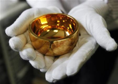 A Buddhist altar bell is displayed at a shop that purchases gold in the Ginza district of Tokyo August 23, 2011.   REUTERS/Toru Hanai