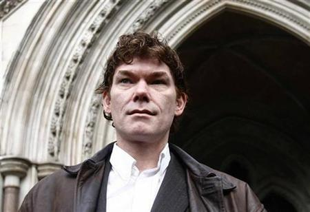 Computer expert Gary McKinnon is seen posing after arriving at the High Court,  in London January 20, 2009.REUTERS/Andrew Winning
