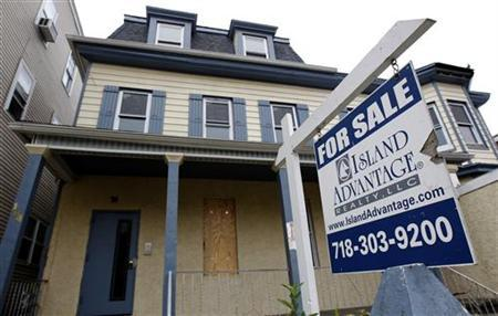 A vacant home for sale is pictured in Yonkers, New York, October 26, 2010.   REUTERS/Mike Segar